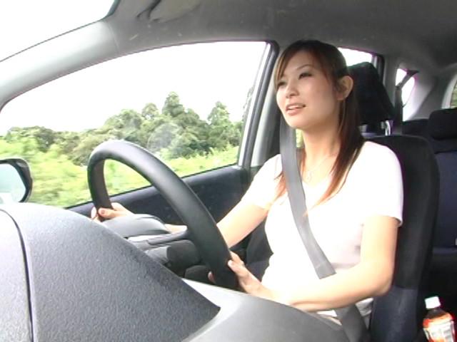 本当は駄目な運転する人妻の乳もみサンプルD1