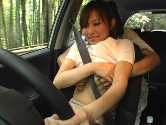 本当は駄目な運転する人妻の乳もみサンプルD2