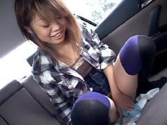 車内で我慢できずにおしっこをする女達
