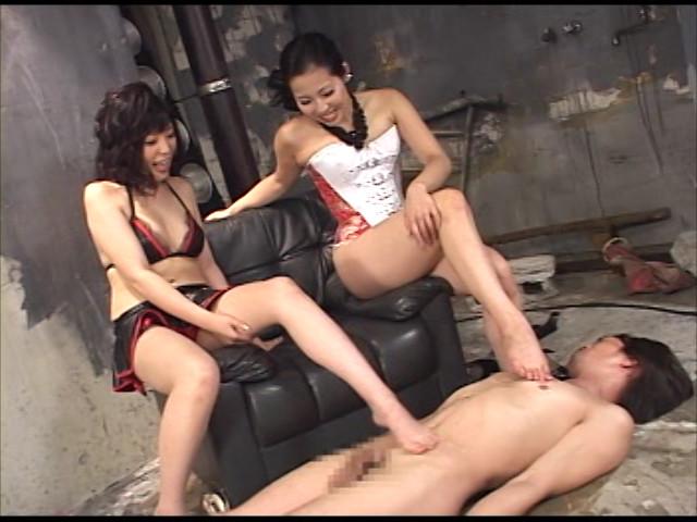 美脚お姉さんの顔騎足コキで射精するM男 画像 2