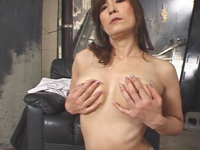 自画撮りオナニーで興奮する11人の淫乱熟女達 !!