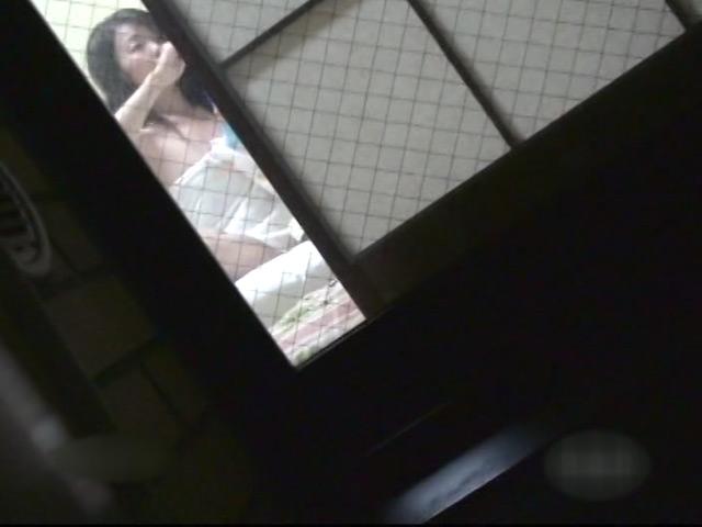 さみしい熟女の私生活を特殊な方法で隠し撮り!のサンプル画像9