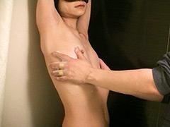 ガリガリまな板美女 乳首ボディソープ責め