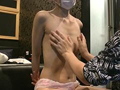 目隠しスレンダー貧乳美女  拘束乳首洗いくすぐり責め