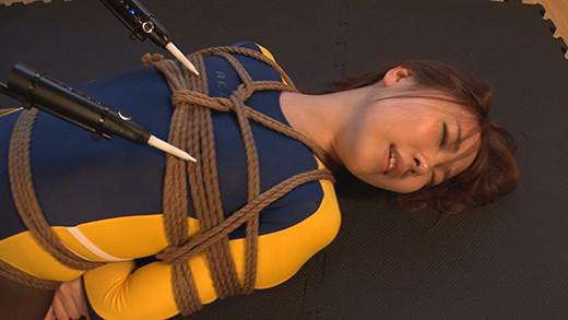 IdolLAB | marukatsu-0048 股縄緊縛で自由を奪われくすぐり筆責め(黒崎さく)