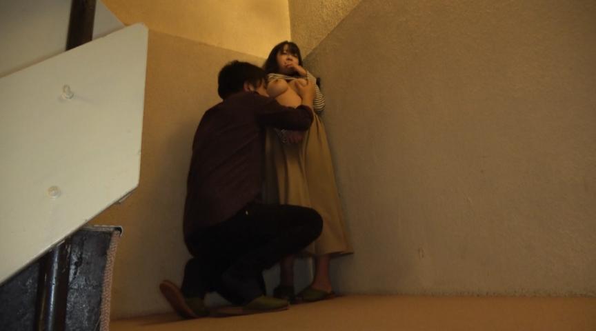 巨乳人妻温泉デート 恥じらう若妻Jカップ美穂26歳 画像 2