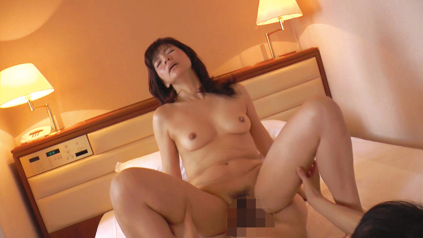 まさかのナンパに胸の高まりを抑えきれない熟女たち2 画像 2