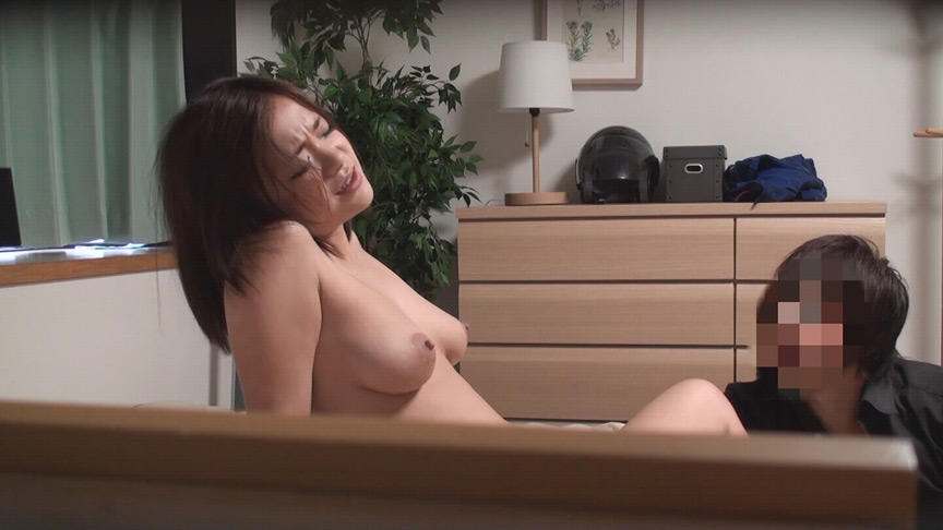 マッチョな肉体にときめいて、中出しされた人妻たちSP3 画像 11