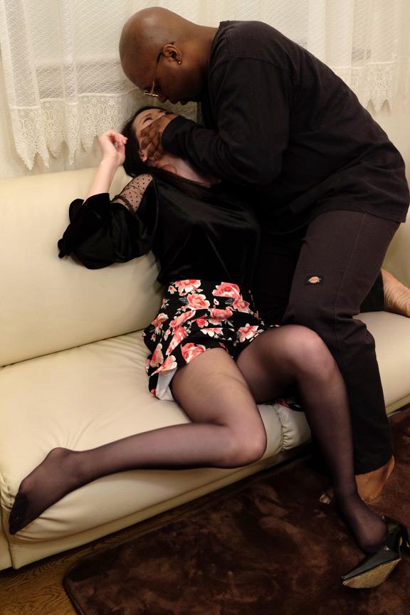 人妻アナル強姦 女の一番恥ずかしい所を責められる! 画像 1