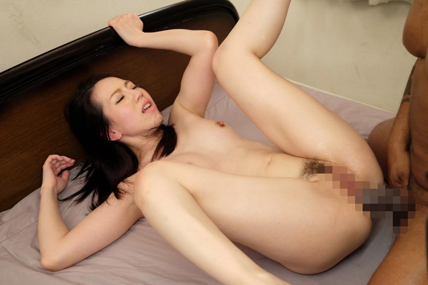 人妻アナル強姦 女の一番恥ずかしい所を責められる! 画像 5