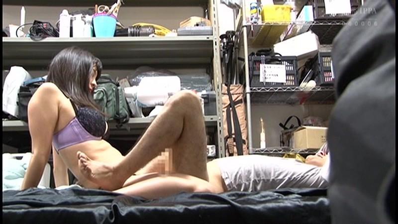 控え室で待機してたら女優にアナルまで犯された(嬉)! 画像 6