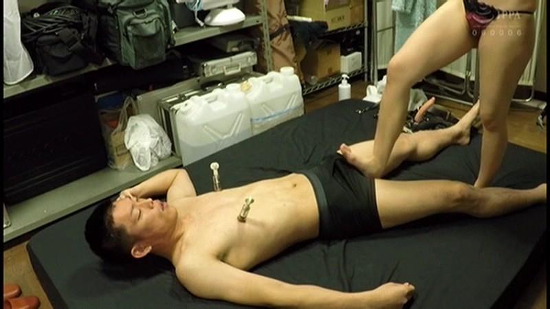 控え室で待機してたら女優にアナルまで犯された(嬉)! 画像 11
