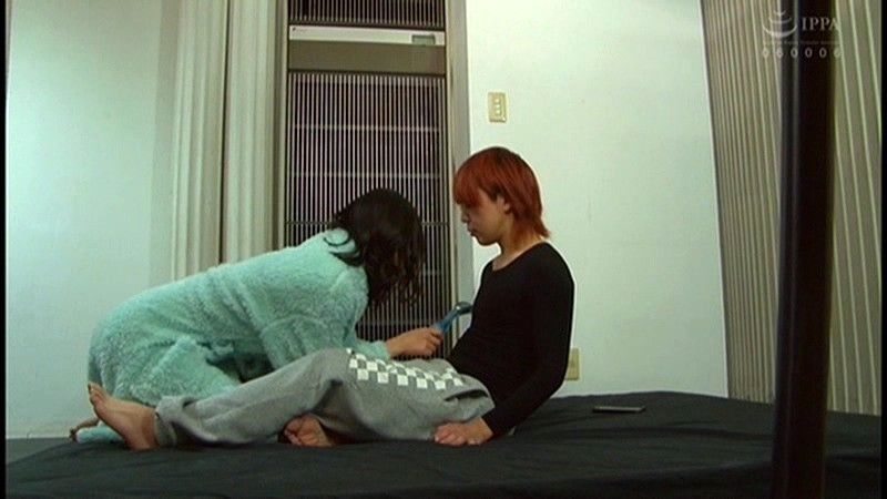 控え室で待機してたら女優にアナルまで犯された(嬉)! 画像 16