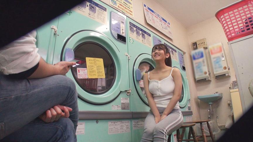 脱いだ下着をそのまま洗濯する大胆巨乳女子 りの