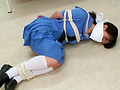 被虐のセーラー少女