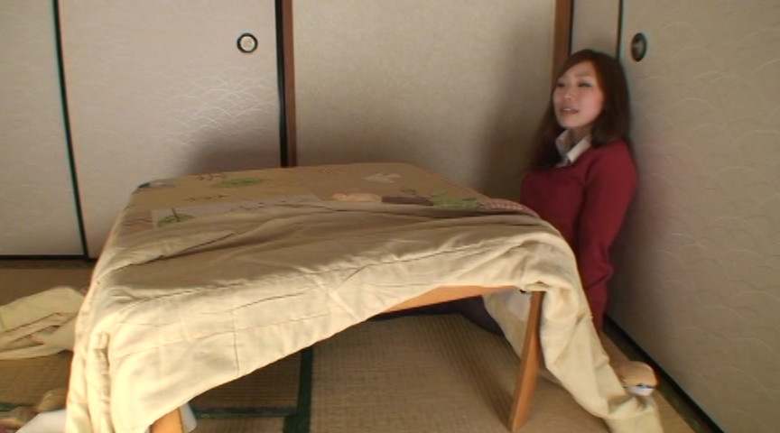 黒タイツこたつDE足コキ&オナニー:まりな&くるみ編 画像 2