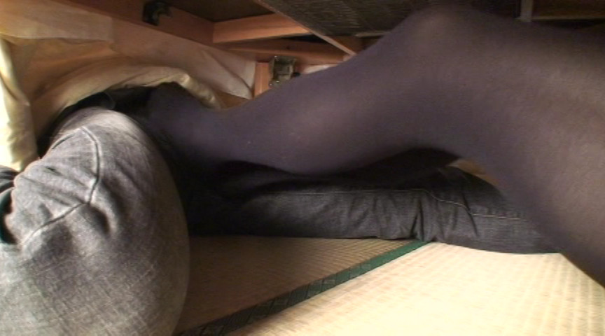 黒タイツこたつDE足コキ&オナニー:まりな&くるみ編 画像 11