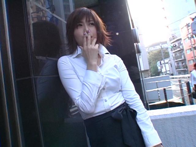 日常的に猥褻な艶女の喫煙フェチ