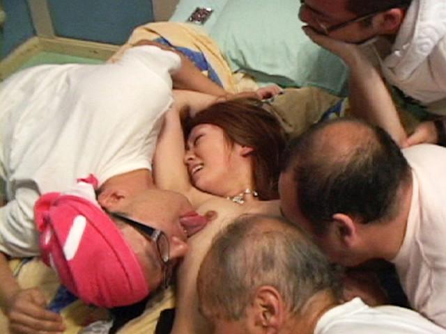 口臭・体臭・加齢臭 キモ男に舐めまわされる美少女 画像 3