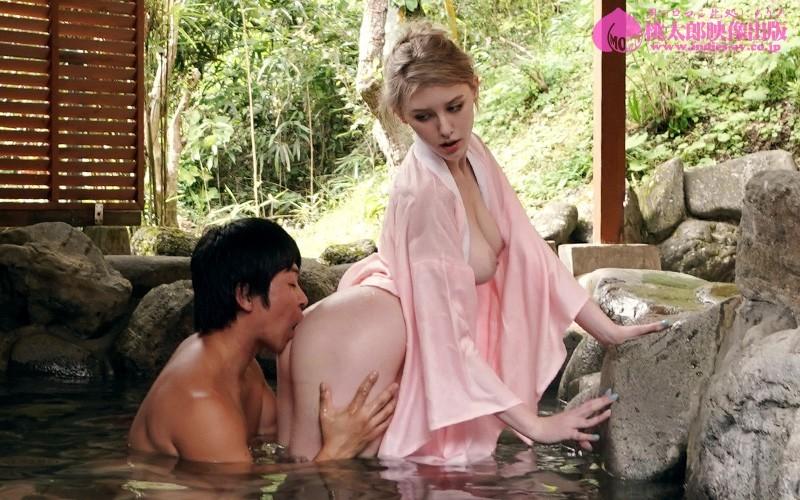 温泉旅館で猛烈セックス三昧