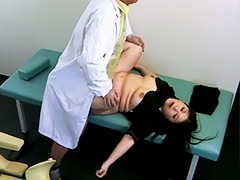 五十路 産婦人科レ○プ 睡眠薬を飲ませ寝バック中出しする医師 盗撮映像