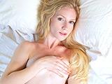 Stella ロスで見つけたすごい透明感のスレンダー美女