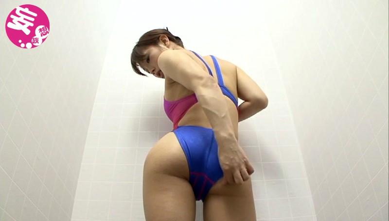 競泳水着からハミ出る豊満な女体とデカ尻盗撮!7 画像 2