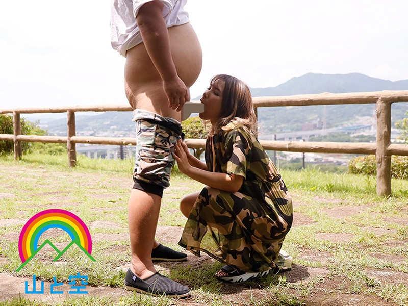 博多で本指名率ナンバー1のセクキャバ嬢は露出好きのサンプル画像1