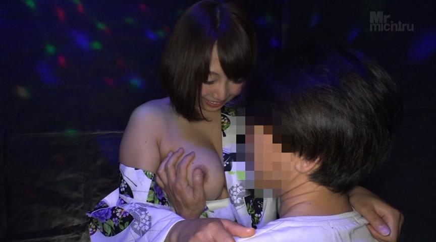 日本最大の繁華街にある「老舗おっぱいパブ」浴衣編