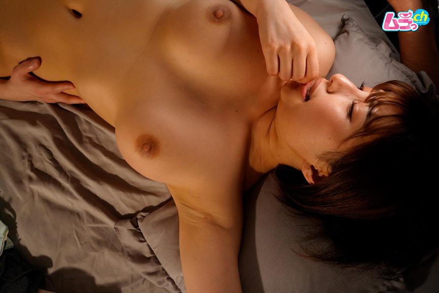 同僚の男女が女性向けAVに触発され愛撫に乱れた夜。 画像 3