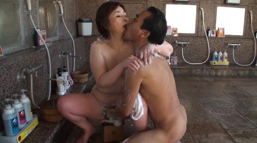 中高年夫婦が再び燃え上がる濃厚な接吻と絡み合う性交サンプルD15