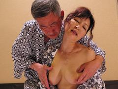 中高年夫婦が再び燃え上がる濃厚な接吻と絡み合う性交