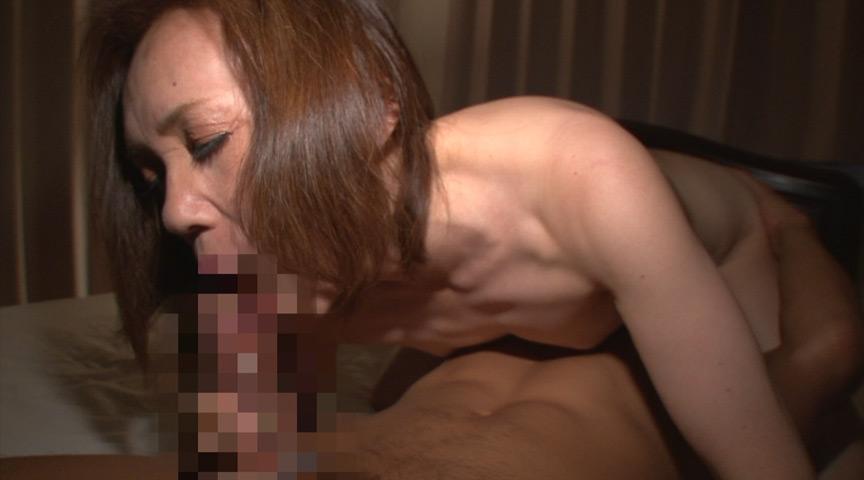 貧相なまな板Aカップの敏感びん勃ち乳首 10人4時間 画像 2