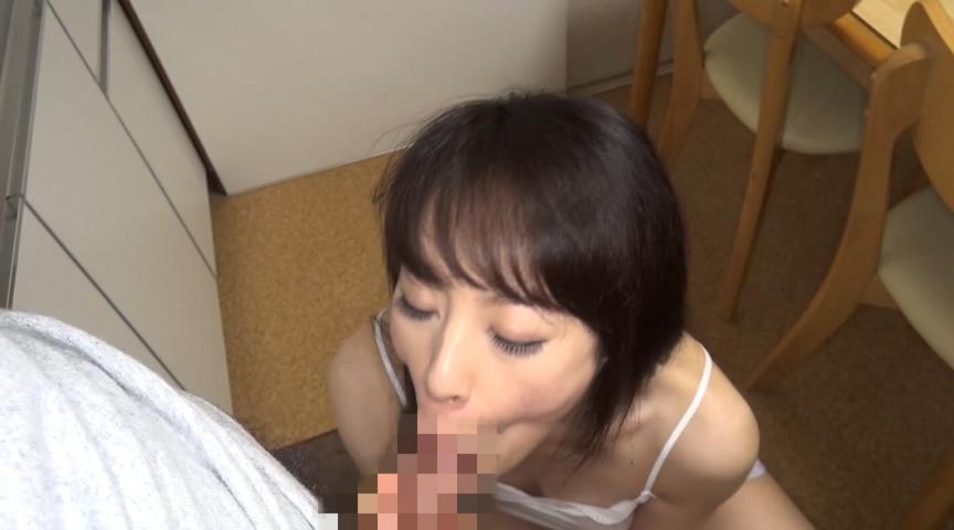 息子の性欲を受け止めるお母さんは中出しだって拒めないサムネイル05