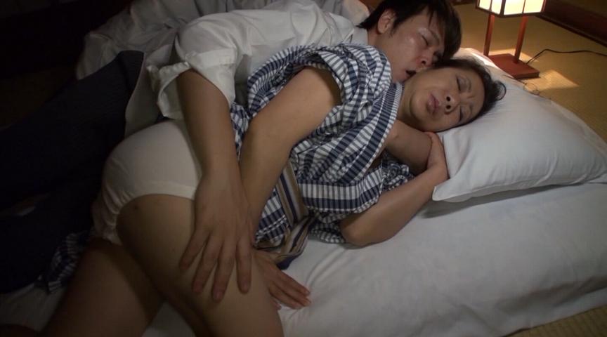 熟年の夫婦交換 寝取られ温泉大乱交 堂々240分全国版