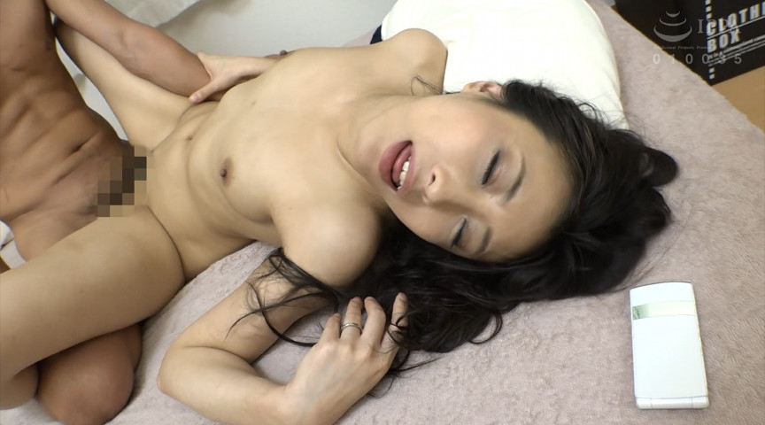 モデル体型のスリムで美乳の熟女31人