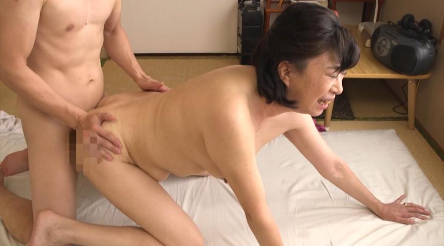 熟女の巨尻 抜き挿し丸見え激ピストン!! 画像 10