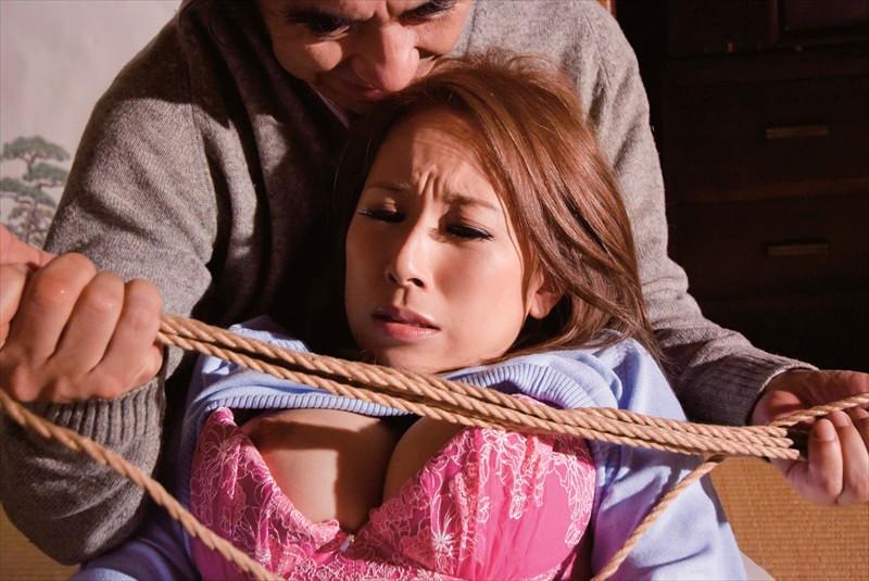 義父に緊縛調教される嫁 画像5