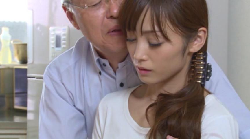 隣の老人とデキてしまった人妻 樹花凜 画像 1