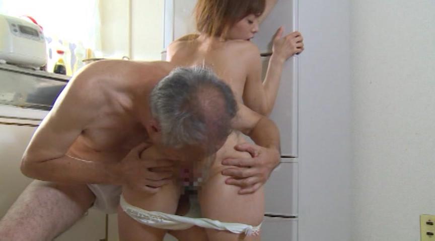隣の老人とデキてしまった人妻 樹花凜 画像 3