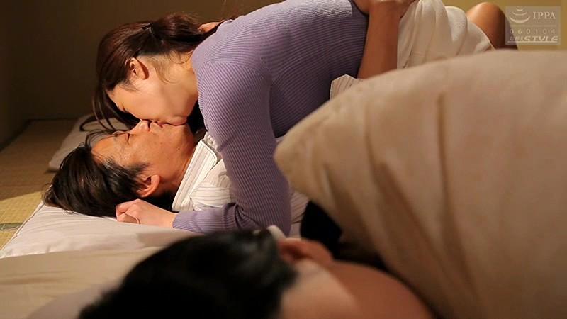 夫の横でイカされまくる 寝取りファック