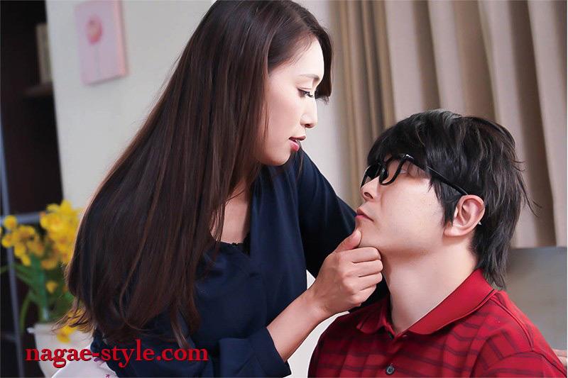 向かいの部屋の綺麗な人妻に 童貞を奪われた 小早川怜子