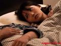 ザ・寝取らせ 他人と濃厚に抱き合っていた妻のサムネイルエロ画像No.1