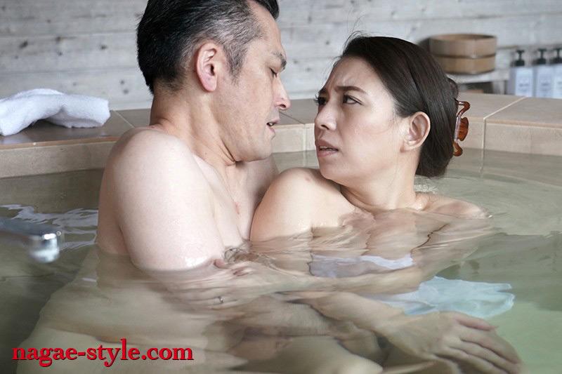 愛する妻と旅先で・・寝取らせ旅行 織田真子 画像 19