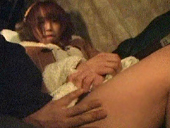 うぶな娘は乗客が寝静まった後触られても声を押し殺す