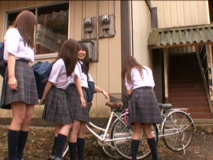 仲良し女子校生4人組のイチャつき凌辱ごっこのサンプル画像