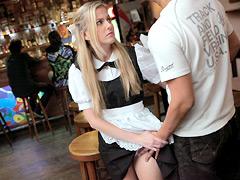 接客中に顔を紅潮させながら感じまくるバイト娘SP 金髪カフェ店員に中出し