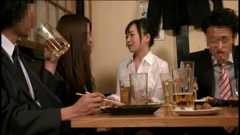 """酔った女上司が""""間違って""""媚薬を飲んでしまい"""
