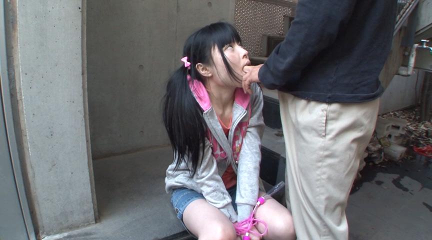 同じマンションに住む小さい女の子に媚薬を塗り込んだチ○ポで即イラマ。結果、ねば~っと糸引くえずき汁まみれのイキ顔で淫乱化。4 17枚目