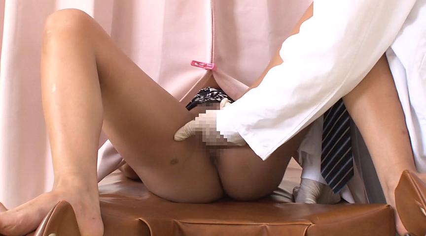 妊娠検査中に媚薬を注入された黒ギャルはカーテン越しに甘えた声で目先のチ○ポを求めイキまくる2 18枚目